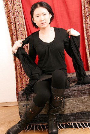 Korean first timer Dia posing fully clothed in leather boots and leggings