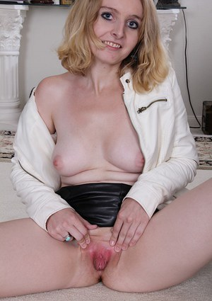Older blonde mom Annabelle flaunting all natural tits while spreading pussy