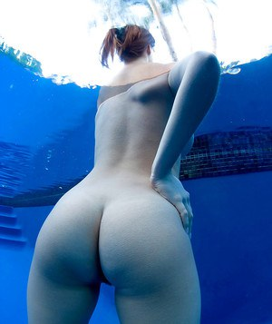 Euro babe Valory Irene plays with erect nipples and big boobs underwater