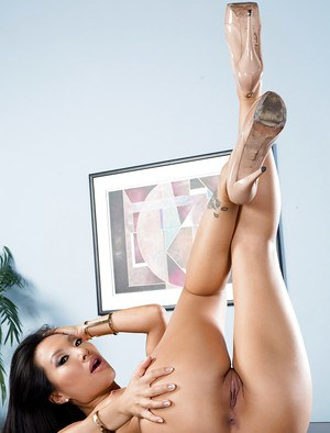 Asian babe Asa Akira showing off perfect MILF pornstar ass and breasts