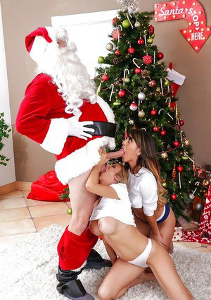 Mom and teen 3ome blowjob at Xmas delivered by Alexis Fawx and Sophia Leone