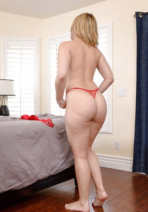 MILF housewife Alexis Texas baring big booty in thong for solo girl spread