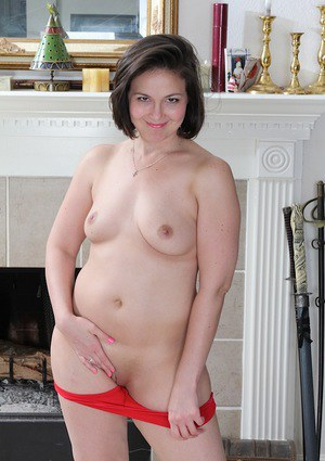 Chubby mom Penny Prite reveals tiny tits and bald cunt in solo girl spread