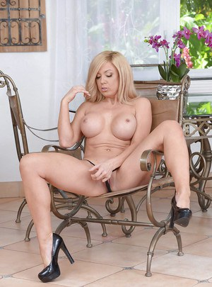 Blonde MILF housewife Parker Swayze flaunting big tits for solo girl shoot