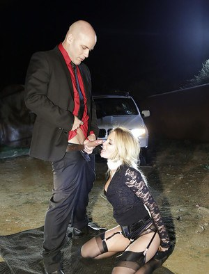 Blonde MILF pornstar Jessica Drake face fucked for cum swallowing outdoors
