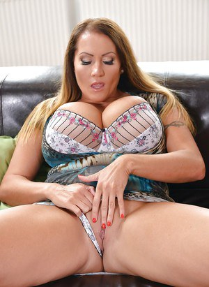 Chesty dyke moms Laura Orsolya and Themis Thunder fucking with strapon cock
