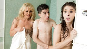 Teen cutie JoJo Kiss joined by tattooed mom Ryan Conner for facial cumshot