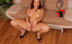 Aged woman Jessica Red freeing big natural breasts before masturbating