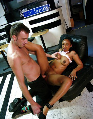 Afrikan amateur Lola-Marie giving BJ in office before hardcore sex session