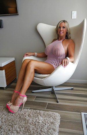 Blonde babe with large tits loves riding