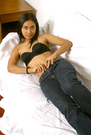 Amateur Asian babe baring hairy cunt after jeans and panty removal
