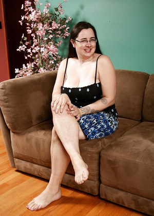 Lecherous mature gal with fatty curves uncovering her jugs and hairy gash  1515385