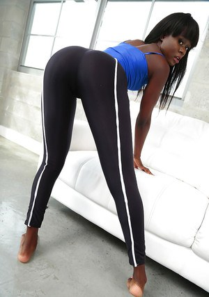 Ebony dime Amanda Pink freeing sexy azz from yoga pants while undressing