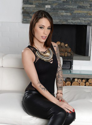 Tattooed Italian beauty Nikita Bellucci stripping off leather pants