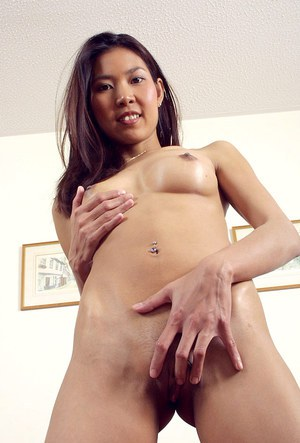Thin Oriental amateur Luxi exposing pink vagina after undressing