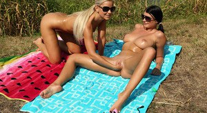 Amateur lesbo Lucy Li and gf share double dildo in sunglasses on blanket