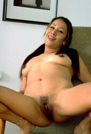 Amateur Asian model Valerie shedding jeans before parting hairy mufff