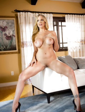 Top MILF pornstar Julia Ann baring big fake boobs before playing with pussy