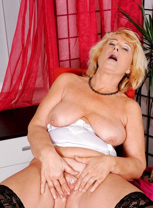 Aged blonde lady Regie letting saggy tits fee before delving fingers into twat