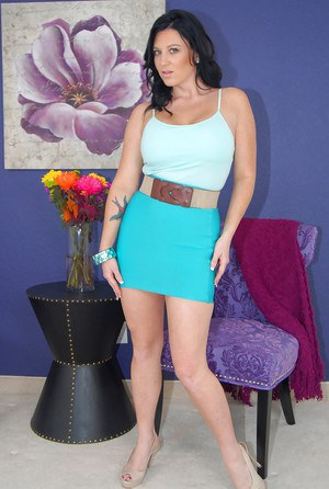 Big-titted milf Licious Gia prefers fingering and dreaming  1038179