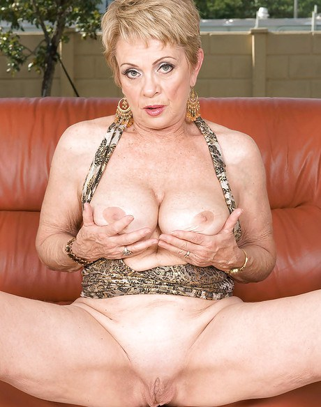 Captivating oldie Lin Boyde gaming with her bulging rack and shaved vagina