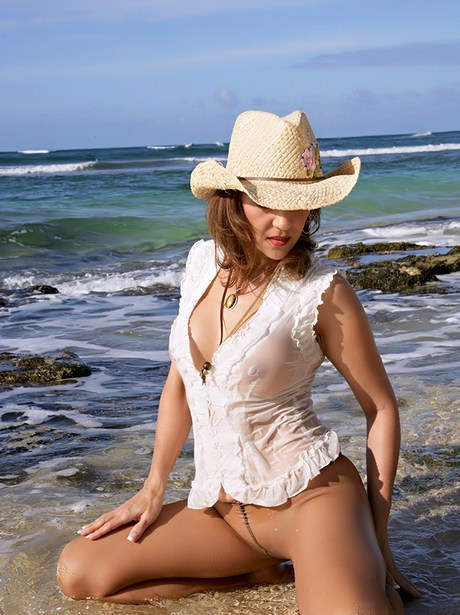 Matured country babe Roni uncovering from cramped jean shorts and shirt