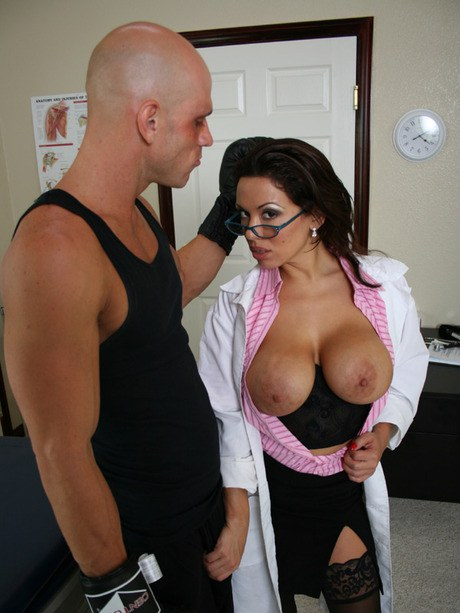 Trampy medico Sienna West absorbing off her well hung patient