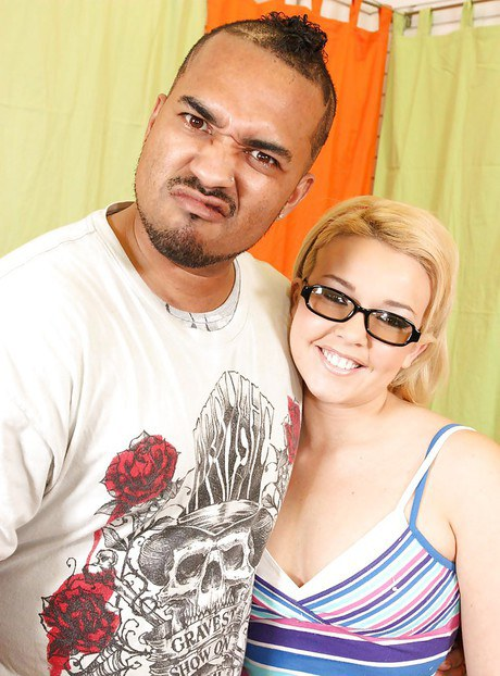 Teeny honey in spectacles Emma Heart holds interracial copulate with bukkake