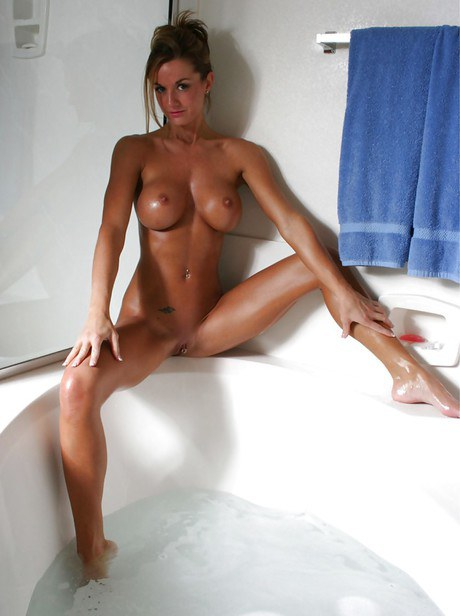 Exquisite nymphet with giant round rack Faith Taylor taking bathe