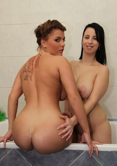 Wooing girlie Amy Compelling have some sapphic pleasure with her chum in the bathtub