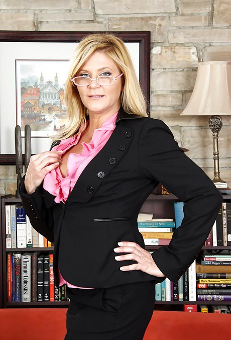 Dirty-minded MILF in glasses getting rid of her dress clothes and lingerie № 1040794 бесплатно