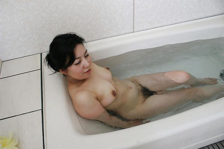 Fuckable asian matured babe taking bath and denuding her products