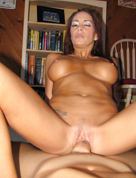 Close up hard-core arse mating scene with a matured cowgirl Cheyenne Hunter