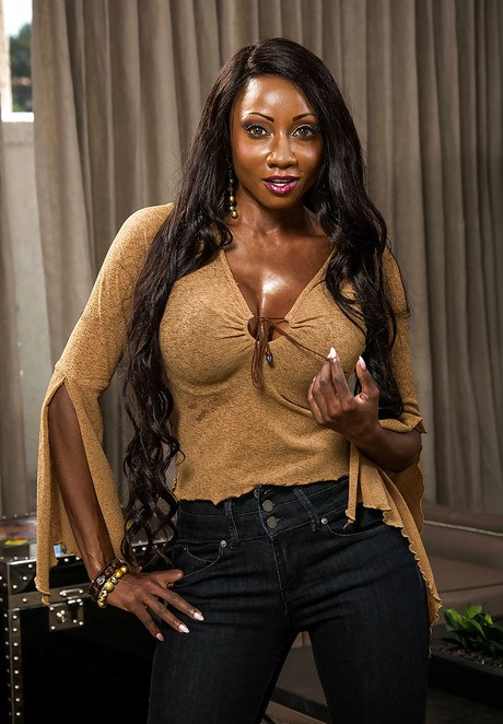 Black MILF Diamond Jackson releasing round tits and nice ass from clothing  2089334