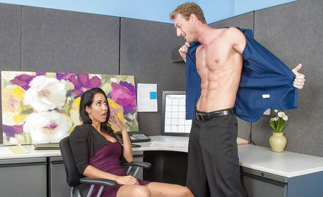 Latina Isis Passion screws with her hard-core colleague with serenity