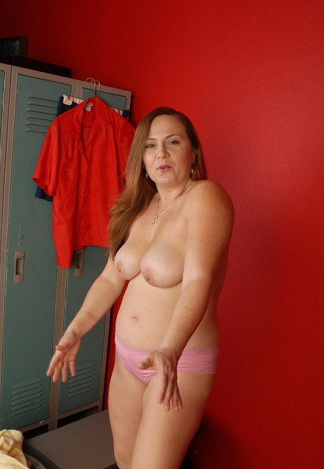Obese big-tit Jessica is licking her sex-crazed blisters in the locker room