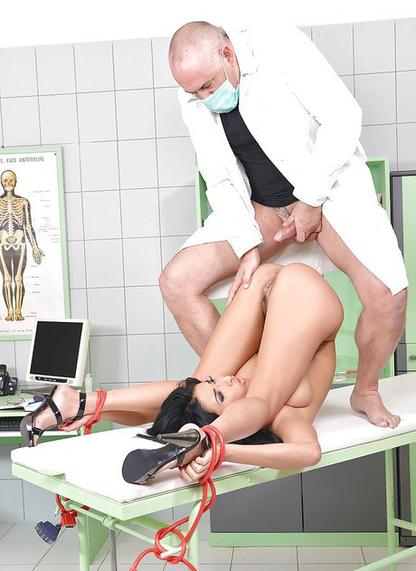 European harlot Anissa Kate takes part in accidental Bdsm method