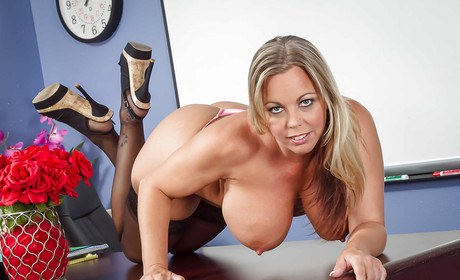 Curvaceous Milf tutor Amber Lynn Bach in high heels lickings special nipples