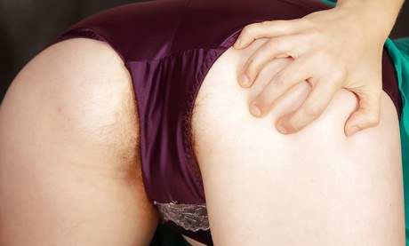 Stubbly redhead girlfriend Velma twinkling her hairy armpit and legs