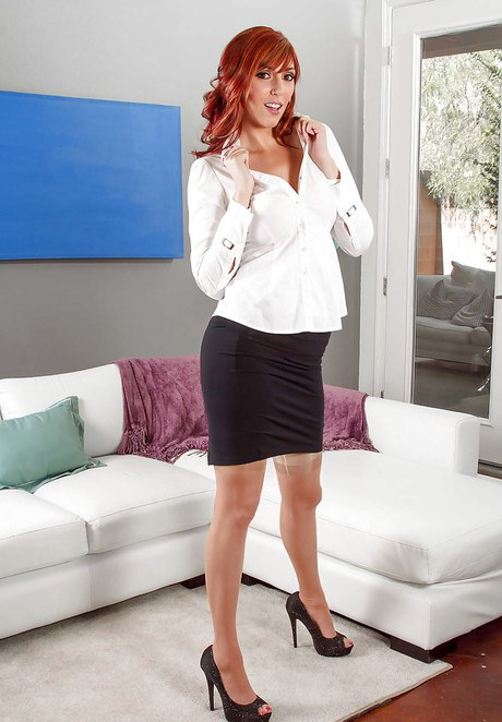Redhead babe Marian Visconti posing fully clothed in dress and high heels  841836