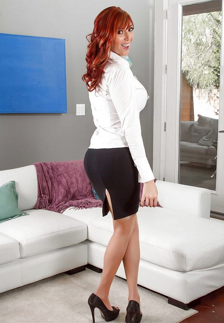 Redhead babe Marian Visconti posing fully clothed in dress and high heels  841894