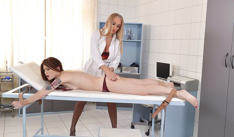 Blond medico grants her patient a fine and soggy muff check up
