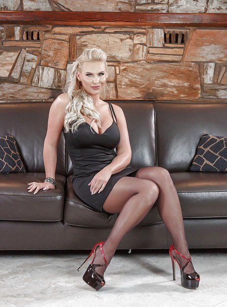 Gorgeous blonde mommy Phoenix Marie stripping in her office  2210431