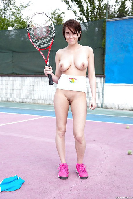 Butchie tennis player Anabelle wanking outdoors on center court