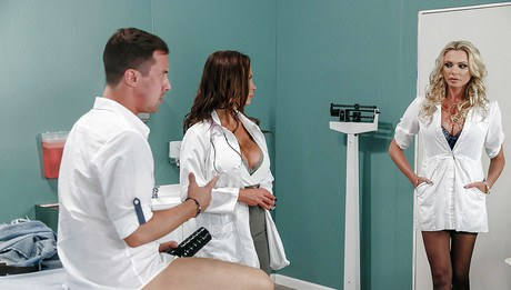 Impassioned chic medicals Nikki Benz and Briana Banks have 3some with hung patient