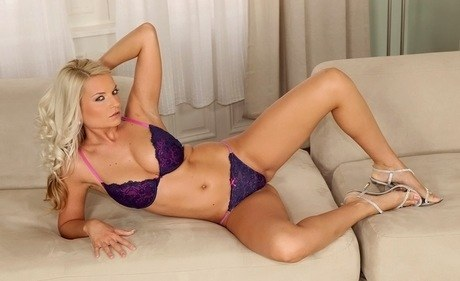 European blond-haired hottie with a gas-tight body Jessie Jazz stretches muffin lips