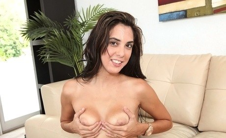 Dark-haired non-professional Karina dispatches a giving-head during her smut audtion