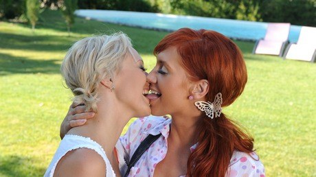Lesbians Adriana and Kety Pearl eat ass and pussy on an outdoor sofa № 13337  скачать