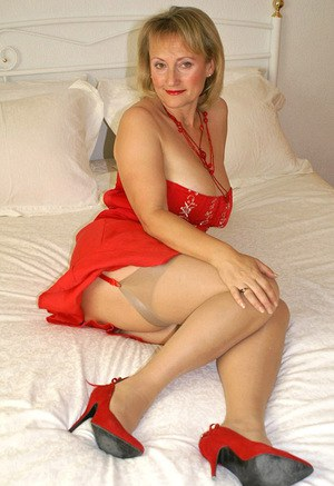 Blond mature bbw in red stockings slugging in the bed and masturbating