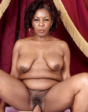 Ebony bbw mature Shawna Winters gets her pussy stuffed with hard white meat